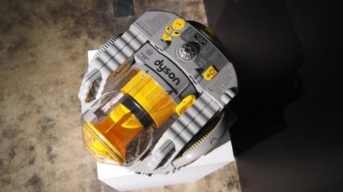 戴森展示首款机器人吸尘器 完成前代遗愿