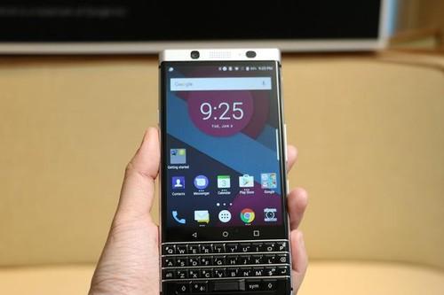 TCL收购黑莓后首款新机Mercury:全键盘 比黑莓Priv更鲜艳