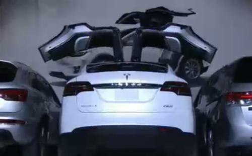 特斯拉发布鹰翼门车型Model X 续航里程414公里