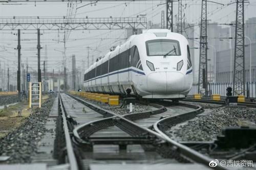 老外羡慕!中国新型高科技高铁亮相:更酷