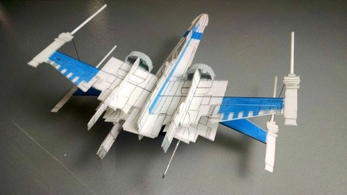 而且由于其机身设计的特殊性,这架飞机也可能简单地通过单手投掷方式