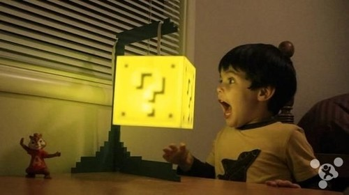 一支来自美国的创意团队 8-bit lit 以超级玛丽游戏中的问号砖块为
