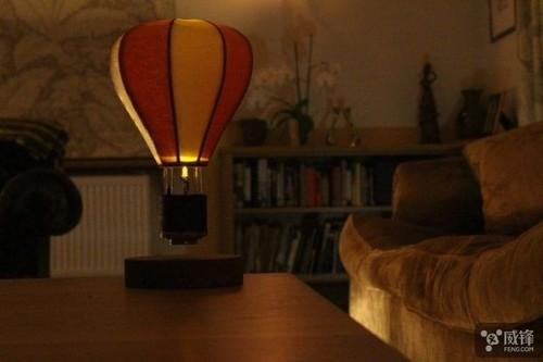 据说它是世界上第一款悬浮的灯 喜欢吗
