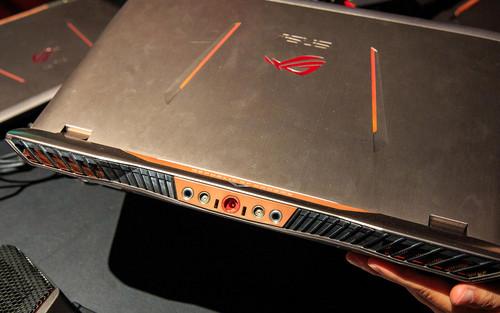asus-gx700-laptop-0640-003