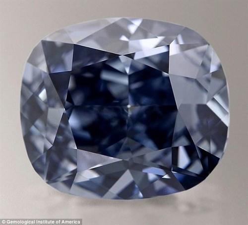 全球最贵宝石:12克拉蓝钻 价值3.5亿