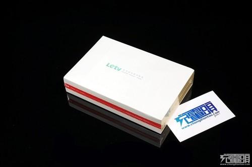移动电源的包装采用了封套加飞机盒的设计