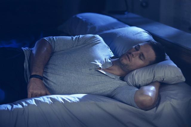 UA 首款智能睡衣,称能帮助睡眠,不过要 100 美元